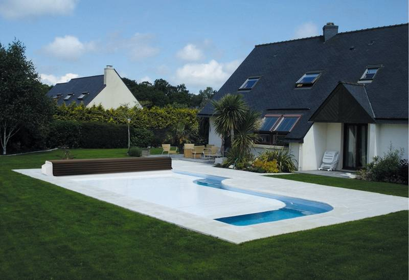 Copertura a tapparella per le piscine solaris solaris - Immagini piscine interrate ...