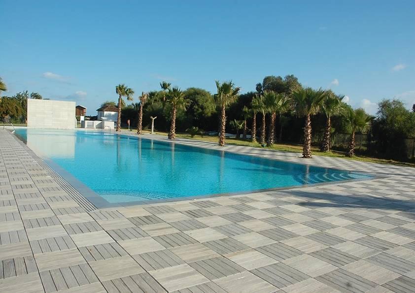 Bordi e pavimenti lousiane nelle piscine solaris solaris - Piscine naturali piemonte ...