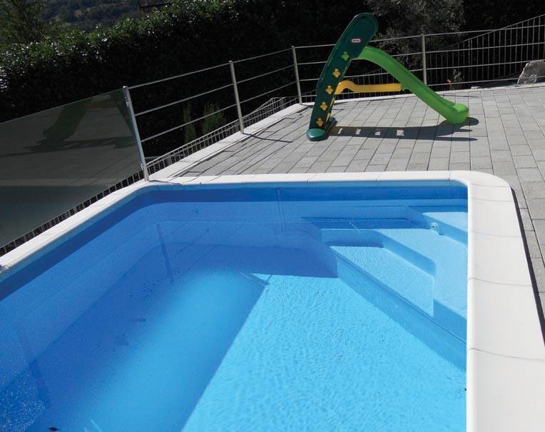 Scalinata angolare per la piscina solaris solaris for Piscine 42 php